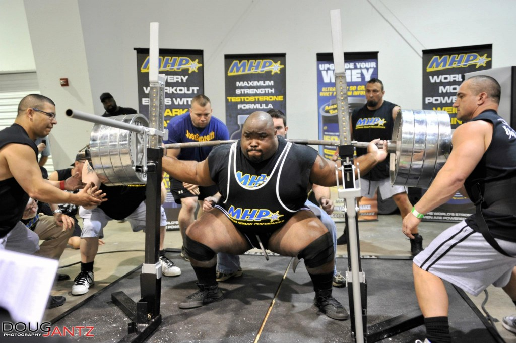 "Big Rob Wilkerson smashes an amazing 900lbs taking full advantage of his ""leverages""."